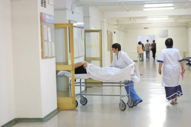 З ока українки витягли 30-метрового слизького монстра: лікарі не стримували емоцій