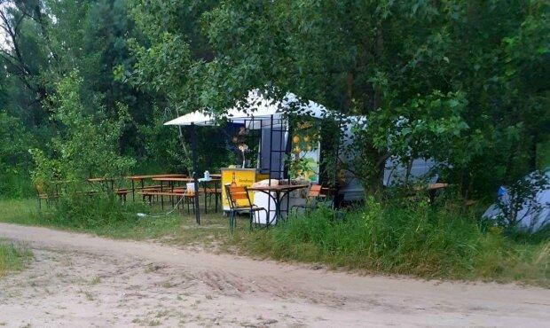 Набережну Києва заполонили торгаші - шаурма, плов і пиво рікою, про туалети забули