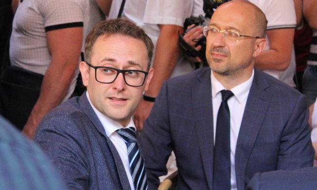 Губернатор Львова Мальский потерял правую руку
