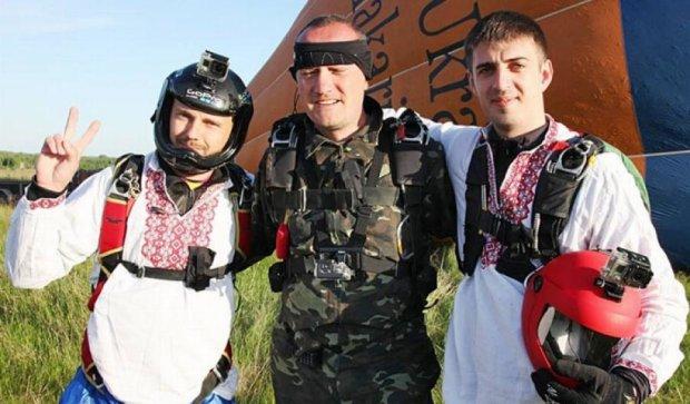 Парашютист из Николаева установил уникальный рекорд
