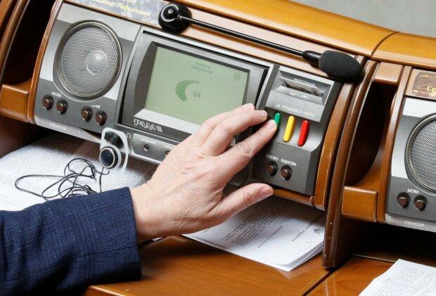 Українцям назвали поіменно злісних кнопкодавів: просочились у Раду ІХ скликання