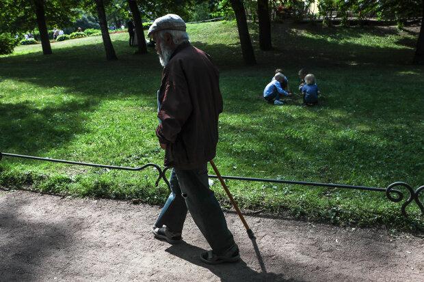 В Україні змінюють правила видачі соцдопомоги пенсіонерам: хто має право на пільги