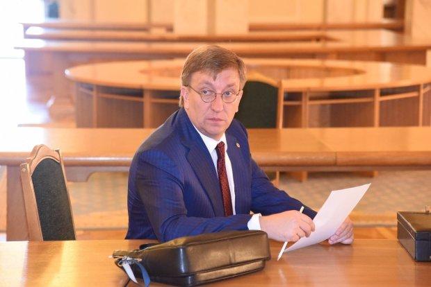 Разведчик Зеленского Бухарев объяснил миллионы в декларации, связи с Кварталом 95 и медаль ФСБ