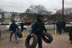 На змерзлих людей нацькували силовиків, ситуація загострюється, люди палять шини і готові на крайні заходи