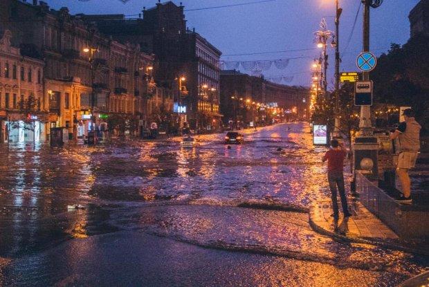 Прогноз погоды на начало недели: стихия пройдет по Украине лютым фронтом