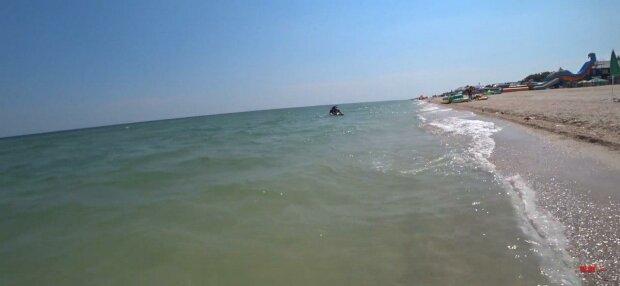 Під Запоріжжям підступні матраци вiдносять туристів у відкрите море - рятуйте