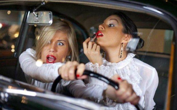 До слез: что бывает, когда женщина садится за руль