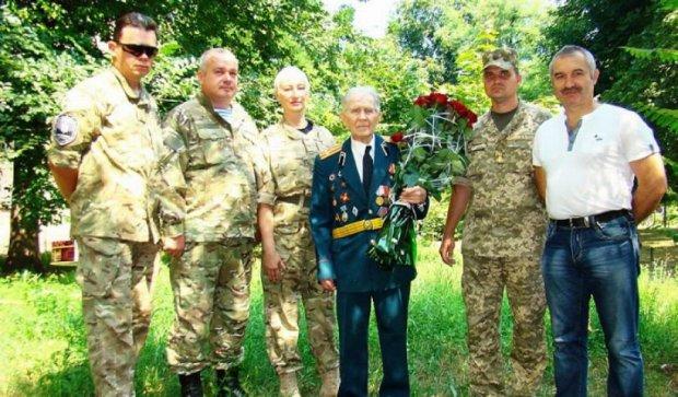 Бойцы АТО поздравили ветерана Второй Мировой со столетием (фото)