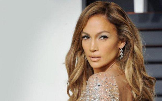 Видно, а їй не соромно: 48-річна Лопес дала фору молодим красуням