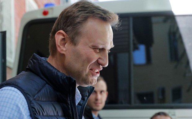 Путін знову кинув Навального за ґрати