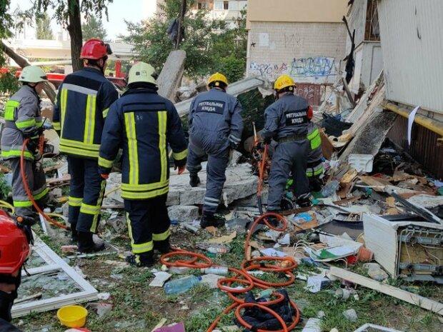 В будинку смерті на київських Позняках загинули троє - нещасних поховало під завалами