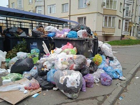 """Львов превратился в мусорную столицу Украины, кадры """"с запашком"""""""