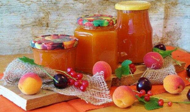 Никакой варки и минимум сахара: как приготовить самое сладкое и полезное абрикосовое варенье