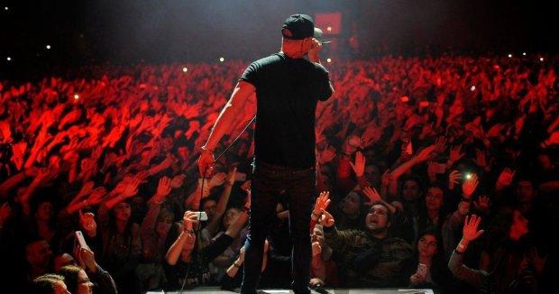 Бумбокс влаштував в Києві епічне запальне шоу: нові пісні, гра на вертушках і десятирічні фанати