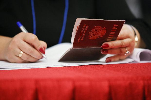 Мешканців Донбасу, які отримали паспорти РФ, позбавлять пенсій і соцвиплат