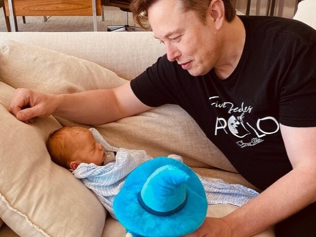 Ілон Маск з новонародженим сином, фото: Instagram