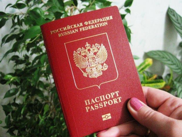 Жителям Донбасу видадуть російські паспорти: експерт розкрив 2 основні схеми