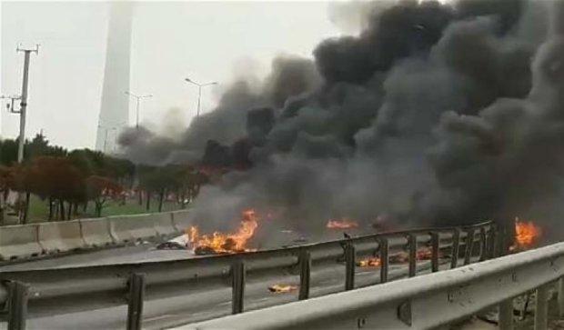 В Стамбуле вертолет с россиянами рухнул на оживленную трассу, есть жертвы