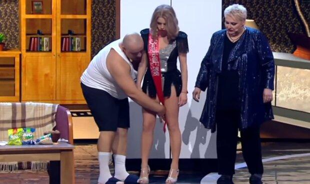 """Глущенко з """"лисими"""" бровами і поцілунки Мотрук для мера: як пройшов випускний для актрис """"Дизель шоу"""""""