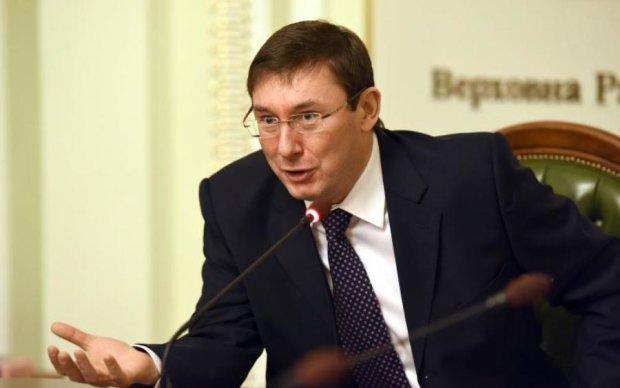 """Луценко розкрив деталі нічного обшуку в редакції """"Страна.ua"""""""