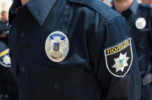 В Украинке полиция отобрала экран у активистов, проводивших акцию против насилия