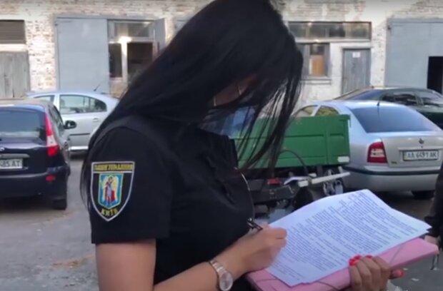 Молодая тернополянка раздела манекен и сломала себе жизнь: хотела новую куртку
