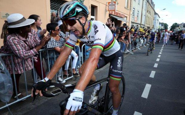Одного з лідерів Тур де Франс дискваліфікували за удар суперника