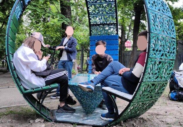 Альтанка з пластику, фото: Facebook дорогоцінний пластик. Precious plastic Ukraine
