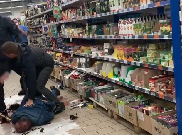 Драка, скриншот из видео