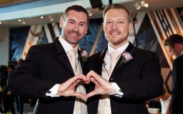 МВД в бешенстве: влюбленные геи нашли способ пожениться в России