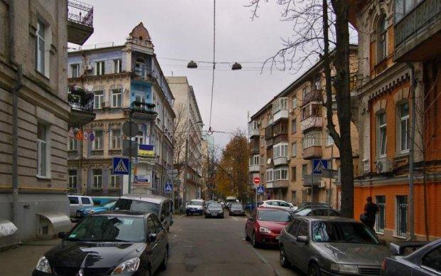 Ісландія в Києві: гейзер б'є з-під землі