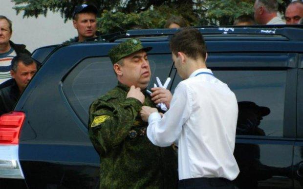 Лівий півень: в мережі регочуть над новим іміджем Плотницького