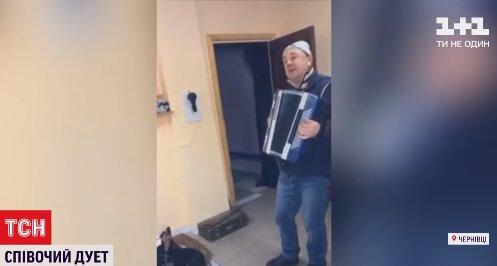 """У Чернівцях ветеринар з хвостатим Фантиком влаштували концерт, українці в захваті: """"Несе Галя воду"""""""