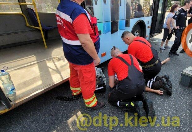 В Киеве из-за жары умер водитель троллейбуса: стало плохо за рулем