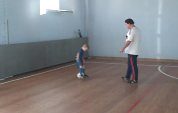 Приділіть увагу розвитку здорової самооцінки в дитини, скріншот відео