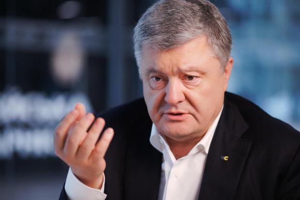 """Нова кримінальна справа в """"скарбничку"""" Порошенка: виїхав з України за підробними документами"""