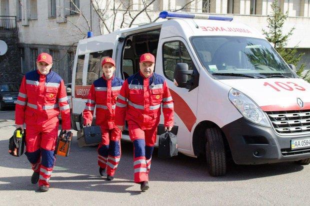 В Киеве неуправляемая иномарка разбила два авто и вспыхнул, как факел: водитель горел заживо
