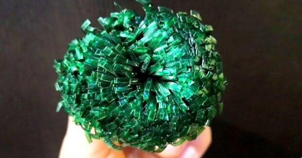 Щітка з пластикової пляшки, фото YouTube
