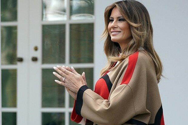 Вся в цветах и на шпильках: Мелания Трамп начала украшать Белый дом к Рождеству