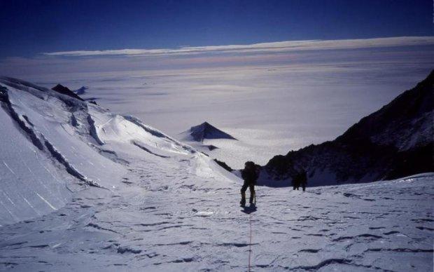 У льодовиках Антарктиди вчені виявили уламки Місяця і Марса