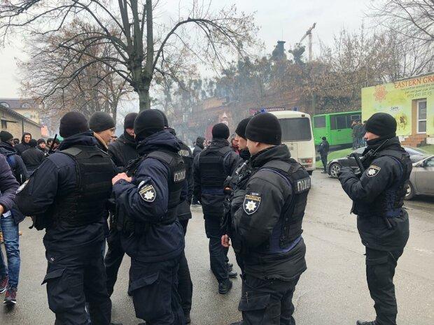 Біля київської мечеті затримували мусульман: Чубаров різко засудив порушення прав людини в Україні