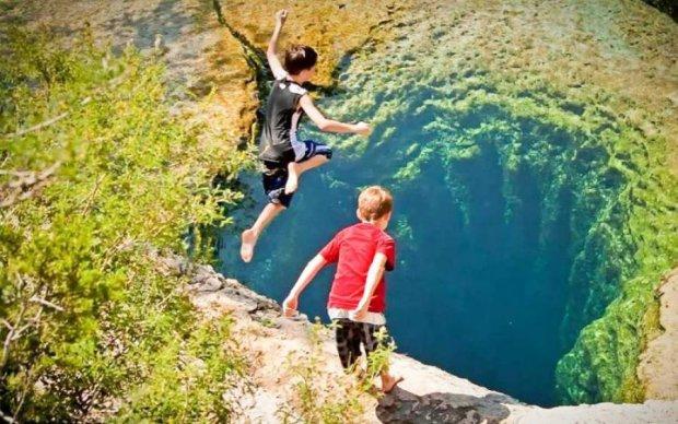 Что делают эти дети? Природа создала настоящий обман зрения