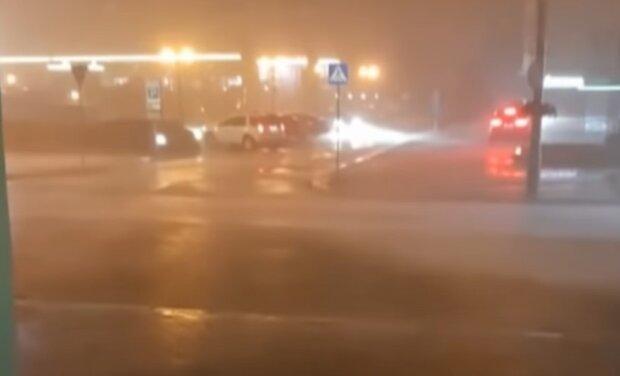 Погода влаштує ігри на виживання у Франківську, рятувальники б'ють на сполох - дощ та сильний вітер