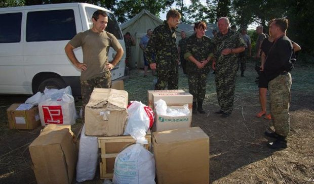 Швейцарцы привезли в Украину помощь для военных