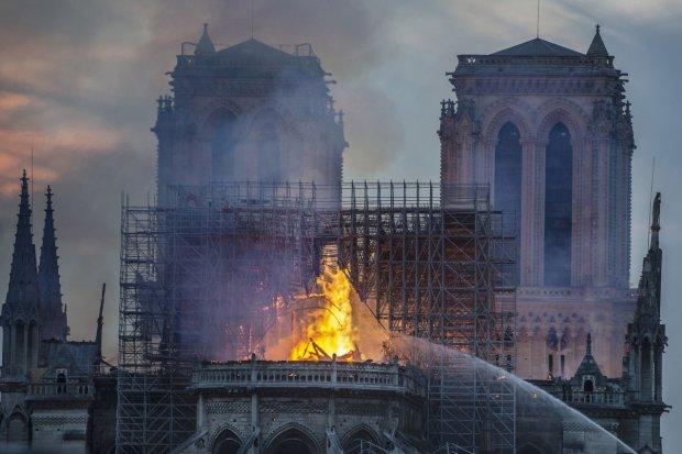 Пожежа в Соборі Паризької Богоматері: Трамп, Макрон та інші відреагували на руйнівну катастрофу