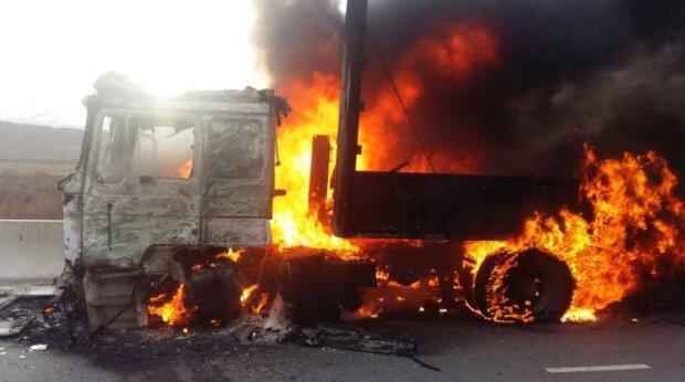 Дніпро жахнула зухвала атака: облили бензином і підпалили