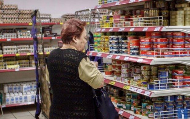 """М'ясо глистів: у Крим завезли російські консерви з """"сюрпризом"""""""