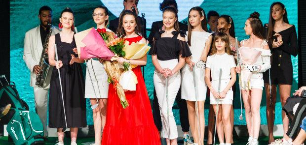 """В рамках Junior Fashion Week весна-лето 2019, коллекцию в стиле """"классический гольф"""" представила лучший юный дизайнер Ульяна Новожилова"""