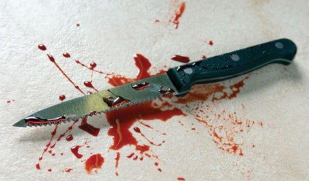 Пенсіонер кухонним ножем вбив дружину і повісився