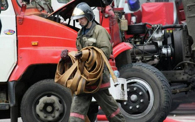 Вогняне пекло охопило Ростов - горить цілий квартал: опубліковані кадри